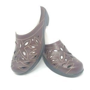 Minnetonka Slip On Clogs Mules Leather